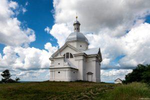 Kaple sv. Šebestiána  azvonice naSvatém kopečku Mikulov